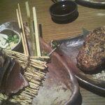 坐・和民 - 鰹のたたき¥523、大きなつくね¥263