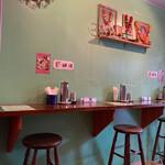 インド食堂TADKA - 異国情緒あふれる店内ですd(^_^o)京都じゃないみたい!