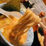 147604269 - 自家製麺つけ麺 紅葉@国分寺 味玉つけ麺・変り麺 麺リフト