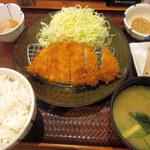 ごはん処 かつ庵 - 料理写真:ロースかつ定食(690円+税)