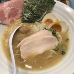 麺屋ゆるり。 - 特製濃厚鶏白湯そば1050円