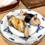 すし屋の勘六 - 穴子、煮たハマグリ
