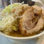 成蹊前ラーメン - 料理写真:ラーメン(野菜,ニンニク,アブラ)