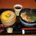 穂の香 - 日替定食(鶏そぼろセイロ、梅こぶうどん) 700円
