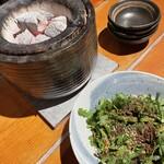 肉小屋 - 生春菊サラダ。テイクアウトのお弁当で知った。