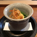 147645669 - 先付は、新じゃが、つぼみ菜とかを酢味噌で和えて桜海老のかき揚げでとめたもの