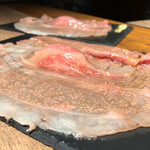 炙り肉ずし酒場 肉笑門 - 国産牛の肉笑門サーロイン 680円