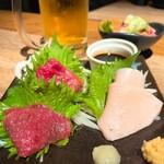 炙り肉ずし酒場 肉笑門 - 馬刺し3種盛り 980円