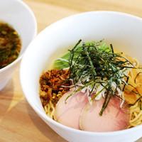 湖麺屋 リールカフェ - 冷たく締めた細麺を、コクのある甲州地どりの鶏油(チーユ)を使用した特製のつけダレで。