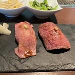 天空焼肉 星遊山 - 肉寿司 サーロイン、赤身