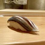 147664197 - 江戸前のコハダ 白酢                       しっかりと締めていますが、後半には甘みが出てきて、その味の余韻がとてもすっきりしています。                       コハダらしいちょっとした苦味も感じられます。