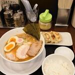 大勝軒まる秀 - 特製ラーメンとAセット(ライス+ギョーザ3コ)
