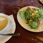 147676843 - ランチの、本日のサラダと、本日のスープ
