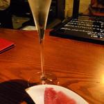T - シャンパーニュでかんぱ〜い! の後はグラスで何杯かいただきました
