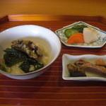 千松しま - 鮭の皮焼きと鮑の肝は別皿で供されました。