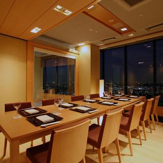 会食、接待に適した個室、お寿司カウンターあり