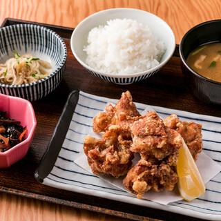 定食は900円~ご用意してます。