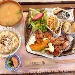 天然食堂 かふぅ - 鶏の薬膳唐揚セット♪