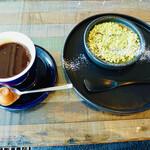 cafe&dining blue terminal - ピスタチオのクレームブリュレ&コーヒー: ボリュームあります。
