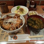 十勝豚丼 いっぴん - 料理写真:豚丼セット ごはん少な目です。