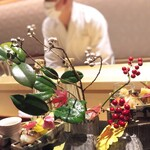 銀座 しのはら - 八寸はお花や葉物をしっかりと盛り込んで。