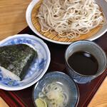 そば ほし乃家 - 料理写真:もりそば 600円とおにぎり梅 150円