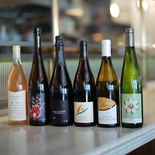 日替わりで自然派ワインを複数種類グラスでお楽しみ頂けます