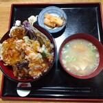 147730377 - 「エビ野菜天丼」600円。