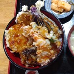 147730382 - エビ野菜天丼。