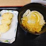 おおみねのうどん屋さん - 玉ねぎ天ぷら串と、ぶっかけ冷や