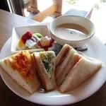 和蔵珈琲店 - サンドイッチセットのメインプレート(塩麹とジャガイモの冷製スープ)