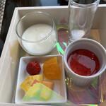ウェスティンホテル仙台 - 朝食 デザート ヨーグルト、杏仁豆腐