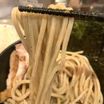 京都 麺屋たけ井 - 麺は中太の粒粉入り。かみごたえはしっかり。