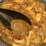 京都 麺屋たけ井 - 辛つけ麺変更のスープ。CoCo壱だと3〜4辛程度。辛いもの好きなら大丈夫!