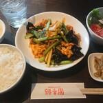 縁香園 - 豚肉玉子とキクラゲのピリ辛炒め