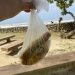 知念商会 - 竹富島のコイドビーチでランチタイム