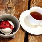 不思議香菜 ツナパハ - セットのアイスと紅茶で、火照った体をクールダウンです。