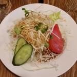 不思議香菜 ツナパハ - セットのサラダ。ドレッシングが好みの味です。