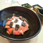 147756129 - 黒トリュフ香る松阪牛のローストビーフ丼