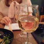 魚串さくらさく立川 - アバディア・デ・ロブレがハッピーアワーで330円とお姉ちゃん