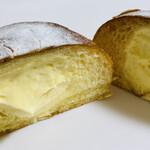 ジェントルパン - ふんわりブリオッシュ生地に生クリーム入りのカスタードがたっぷり。冷やして食べるとめちゃうま♡