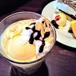 マナーハウス モトヤマ - コーヒーアイスクリームパフェ