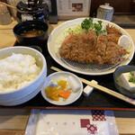 こばやし亭 - 料理写真:いも豚ロースカツとカキフライ 油のキレが悪い