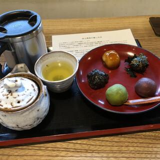 江口だんご本店 - 料理写真:村上煎茶セット(五色団子)