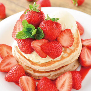 あまおうを贅沢に使用した「あまおう苺のパンケーキ」