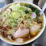 青島食堂 - チャーシュー麺大盛950円 ねぎ50円 ほうれん草50円 メンマ100円