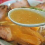 秀楽 - 上チャーシューメン(スープ)