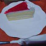 147788391 - 本日のケーキ(¥350)。                       本日はイチゴのトルテです。