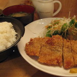 憩 - 豚カツ定食600円