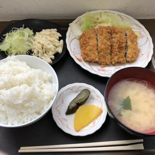 メフレ市場食堂 - 料理写真:マグロカツ定食600円